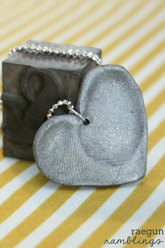Capture your love one's finger prints in a pretty necklace. DIY craft tutorial would make a great Mother's Day, valentine's Day or even Christmas gift idea