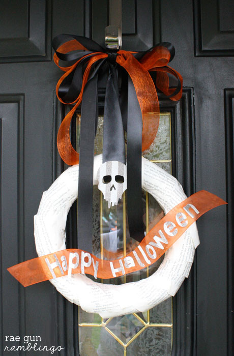 Simple Happy Halloween wreath tutorial - Rae Gun Ramblings #modpodge #diy #craft #HalloweenMP