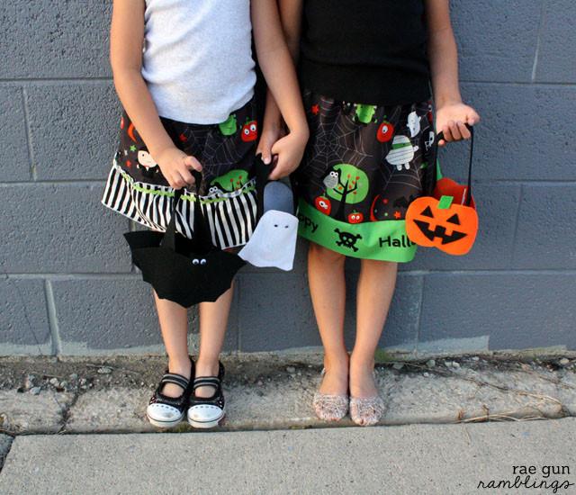 Super cute and easy no sew halloween treat bags tutorial - Rae Gun Ramblings #spookyspaces #diy #halloween #craft