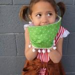 10 minute pom pom child sized cowl tutorial - Rae Gun Ramblings