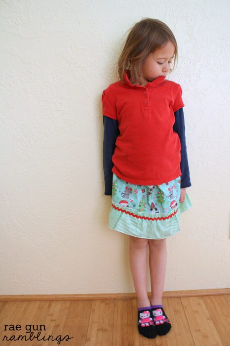 Fast ruffled girl skirt. Full tutorial at Rae Gun Ramblings