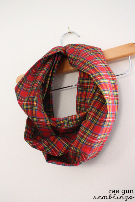 10 Minute Infinity Scarf Tutorial Christmas Tartan Style - Rae Gun ...