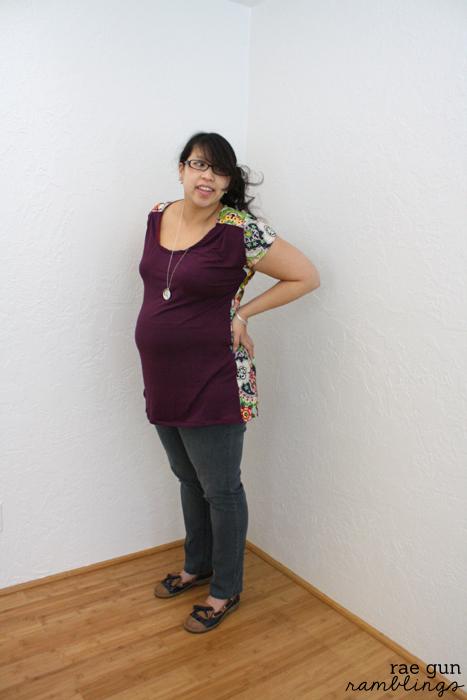 DIY maternity shirt. Imagine Gnats Bess top sewn by Rae Gun Ramblings
