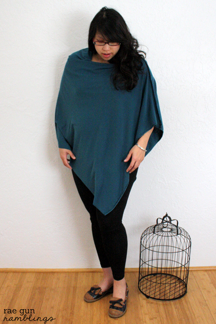 Easy modern nursing cover that won't come off, flash, and looks stylish. Instructions at Rae Gun Ramblings