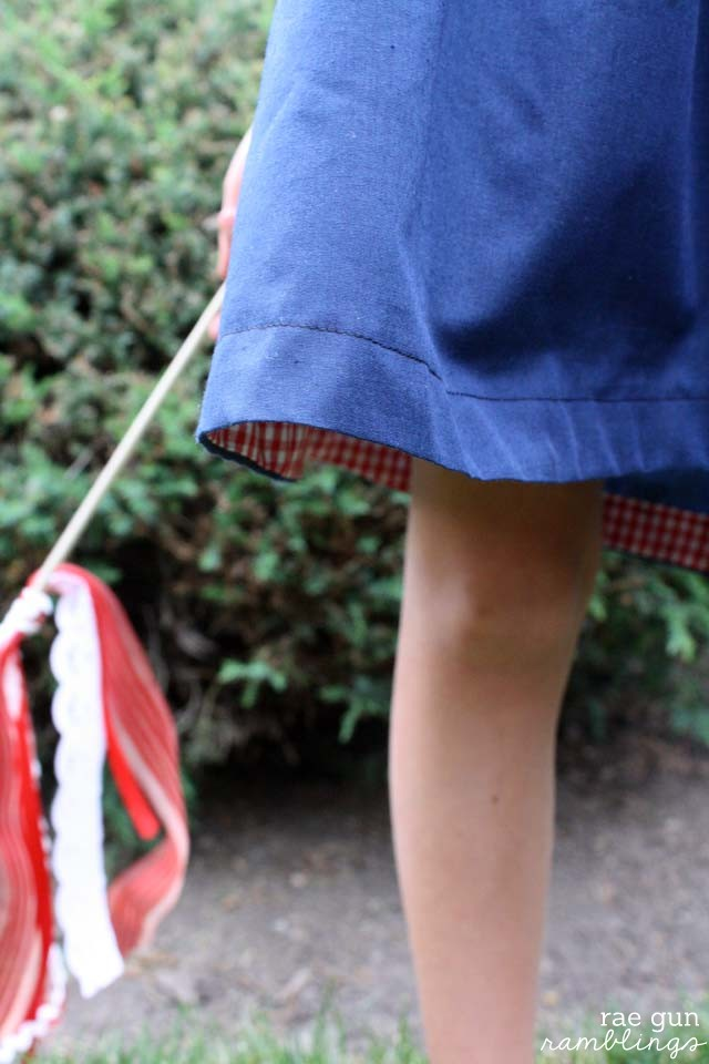 How to make ribbon wands at Rae Gun Ramblings