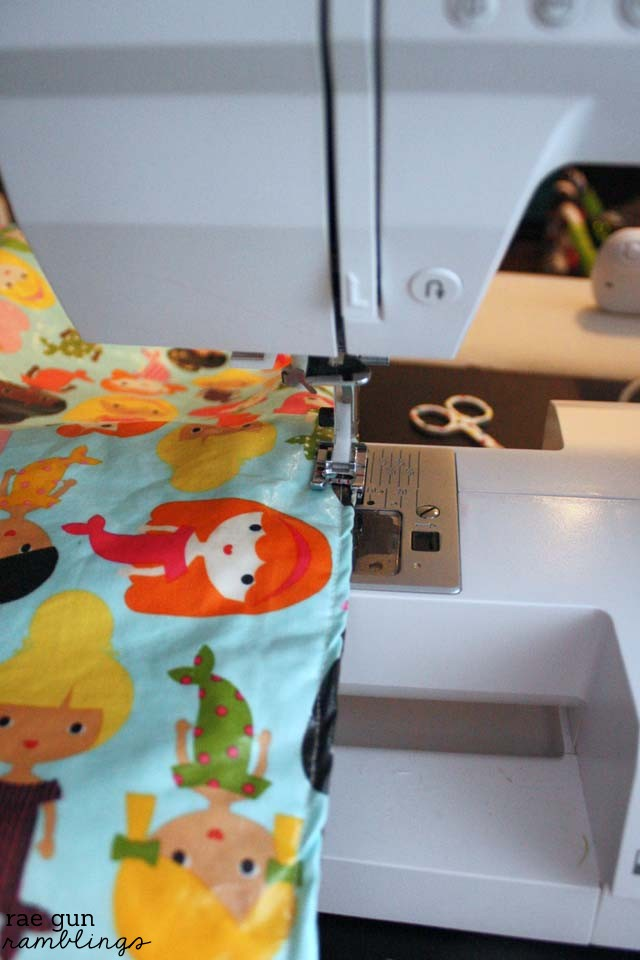 How to make a quick washable baby changing pad free pattern at Rae Gun Ramblings