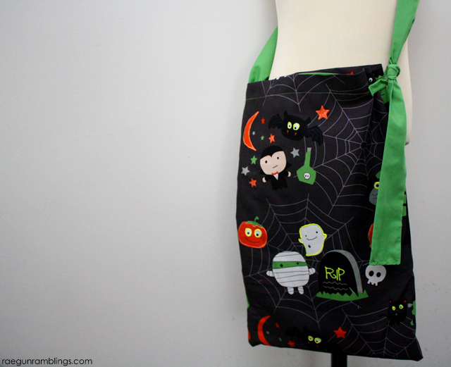 Super cute and easy glow in the dark trick or treat bag tutorial - Rae Gun Ramblings