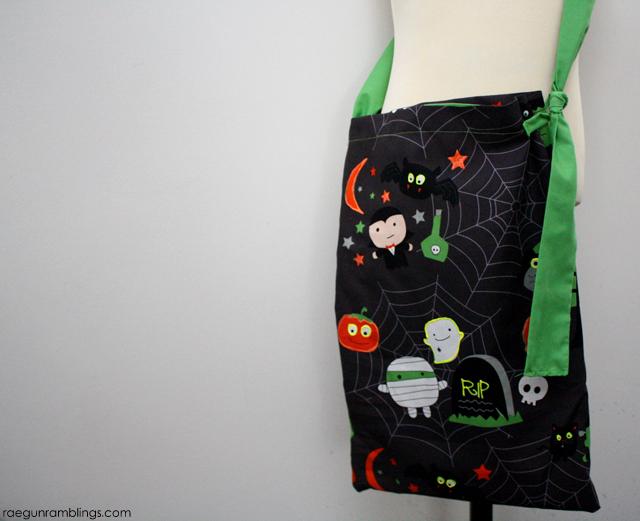 Super cute and easy glow in the dark trick or treat bag tutorial - Rae Gun Ramblings