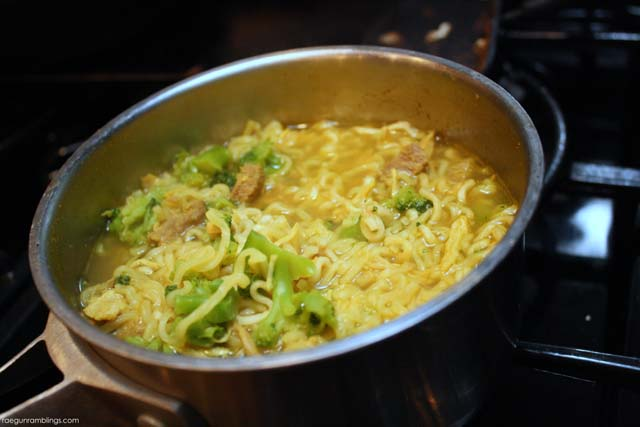 Yummy spin on ramen. Curry Peanut Butter version. Great for cleaning out the fridge - Rae Gun Ramblings