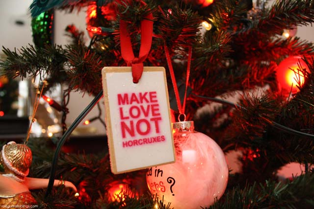 quick and easy christmas ornaments for book nerds with free printables harrypotter hungergames