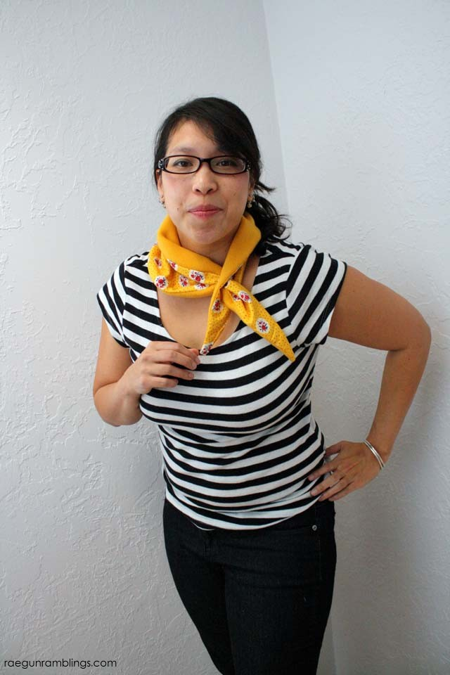 Cute spin on the scarf. Super quick and easy tutorial at Rae Gun Ramblings