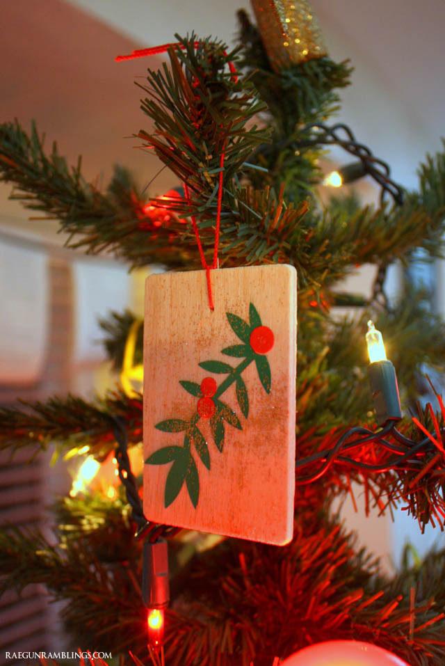 Easy 10 minute holly Christmas ornament tutorial - Rae Gun Ramblings