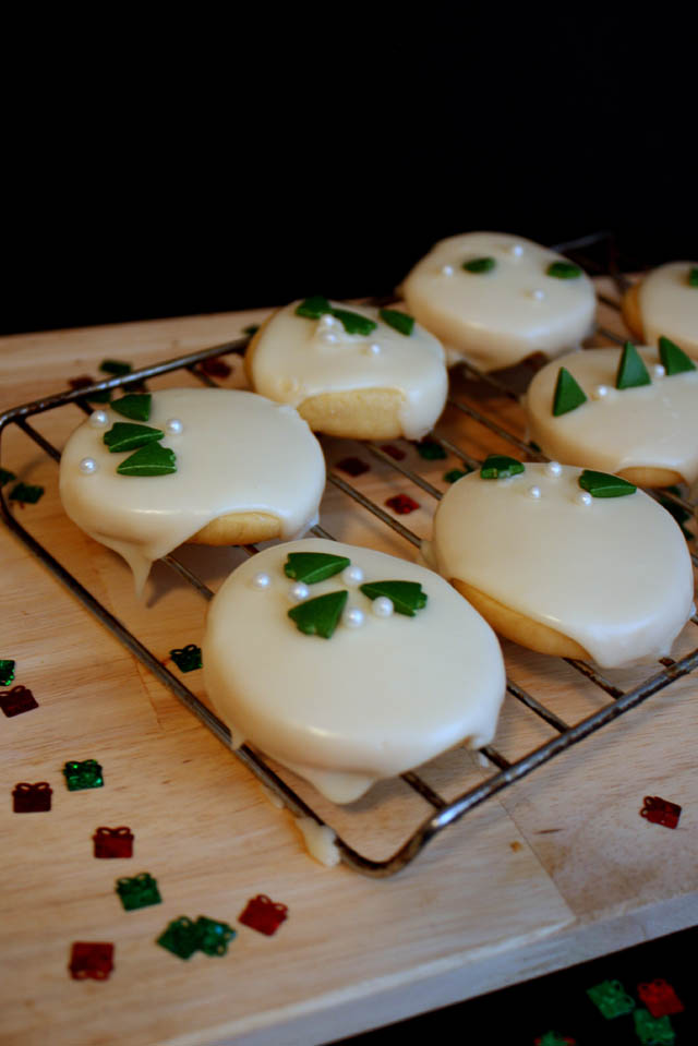 Delicious white chocolate iced cookies recipe - Rae Gun Ramblings