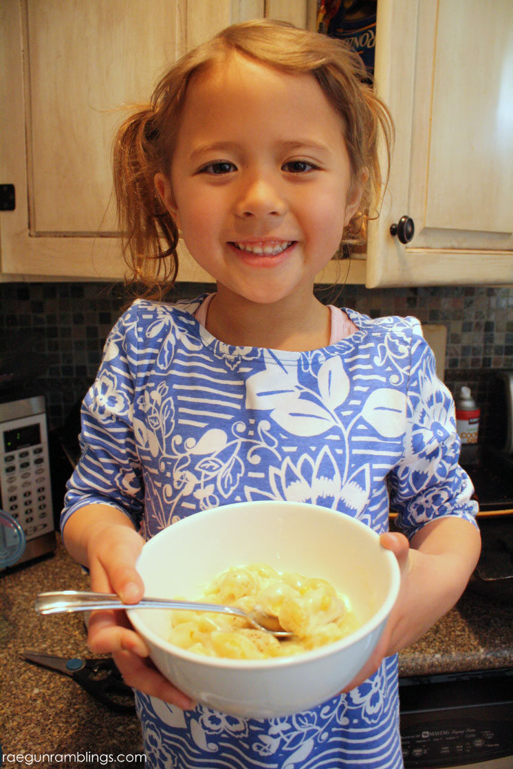 Super easy and delicious macaroni and cheese recipe the whole family will love