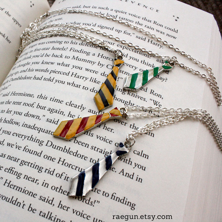 Super cute Hogwarts House Tie necklaces from raegunshop.com