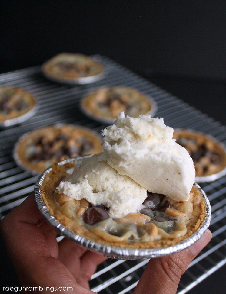 fast and easy chocolate coconut mini pies recipe.
