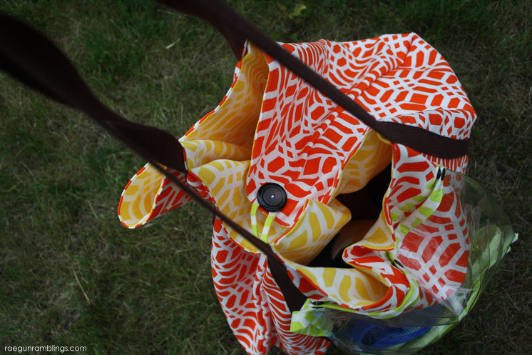 HUGE bag for taking to the pool with detachable wet bag and towel loops. DIY Sewing tutorial