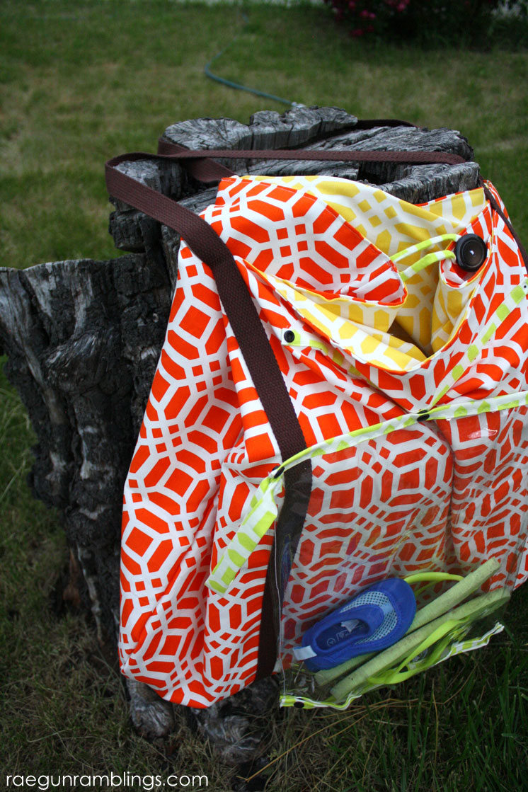 Awesome DIY pool bag with detachable wet bag and towel loops. Free pattern and sewing tutorial.
