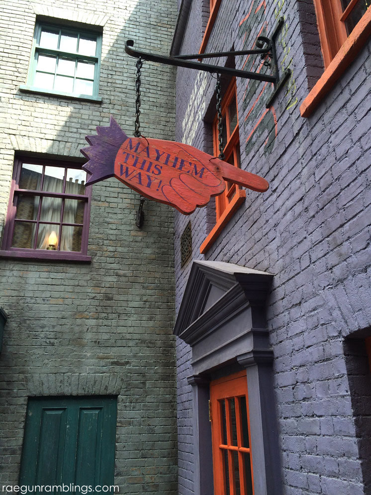 Weasley's WIzard Wheezes at the wizarding world of harry potter and lots of pictures
