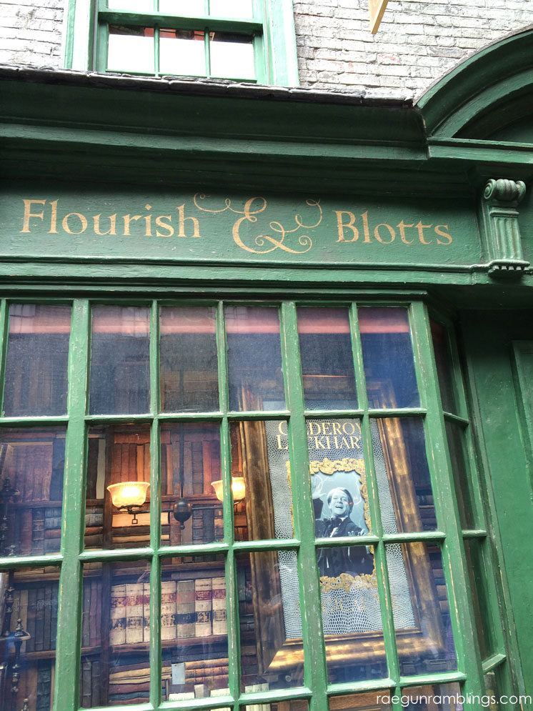 Flourish & Blotts Wizarding World of Harry Potter tour through pictures