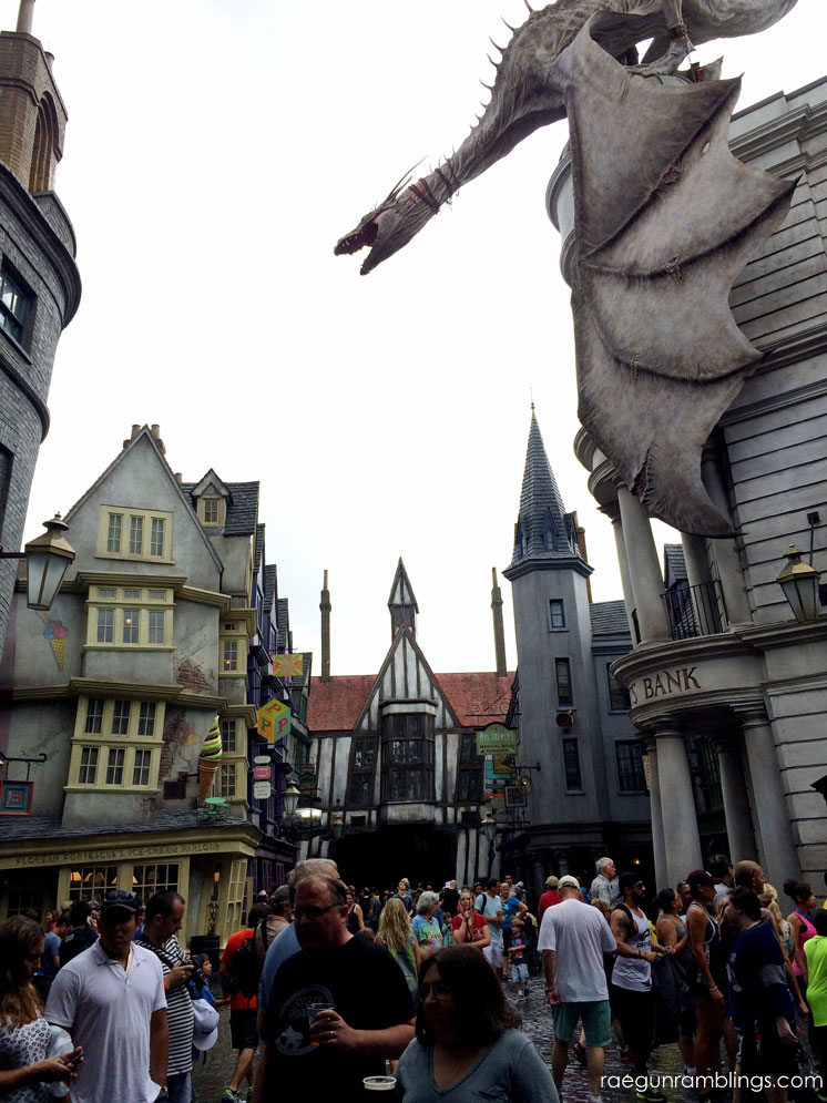 Diagon Alley and TONS of pictures from Harry Potter land in Universal
