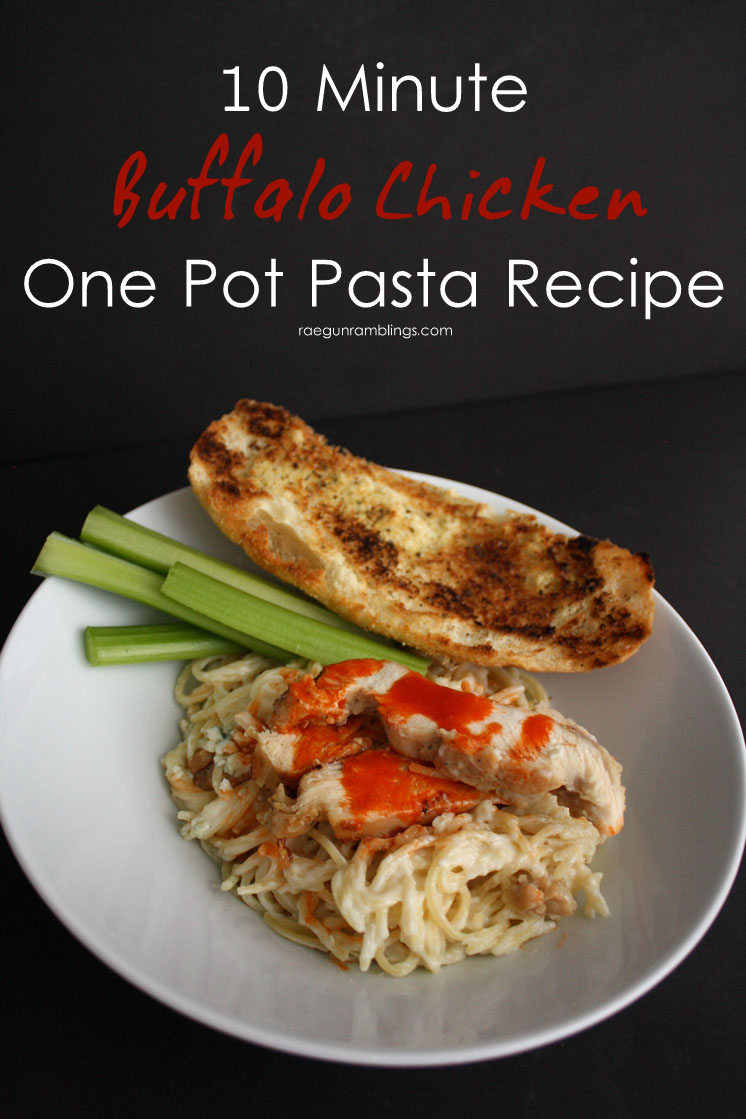 My new favorite weekday dinner recipe. 10 Minute buffalo chicken one pot pasta. So fast and so yummy.
