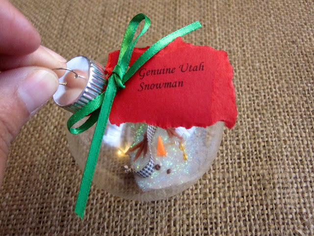 LOVE this melted snowman Christmas ornament tutorial. SUper cute gift idea.