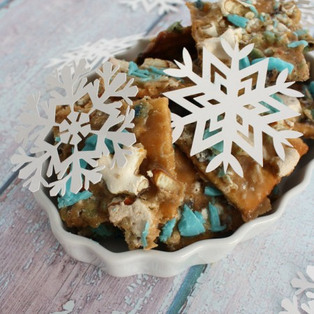 20 minute cookie cracker recipe. The perfect salty sweet dessert or snack that both kids and adults love to make and eat