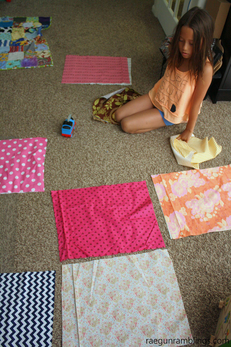 Perfect beginning sewing project. DIY reversible placemats. Free pattern and 15 minute tutorial