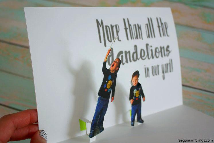 how to make a pop up card using photos. Great DIY craft tutorial