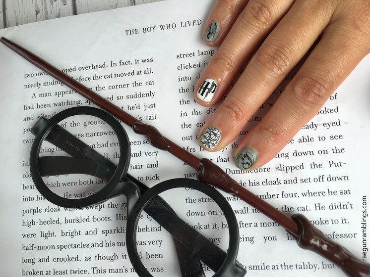 LOVE these Harry Potter nails. THere is a full video tutorial for how to do them at home.