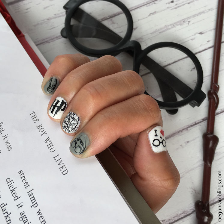 Super cute at home harry Potter manicure. Great nail art tutorial
