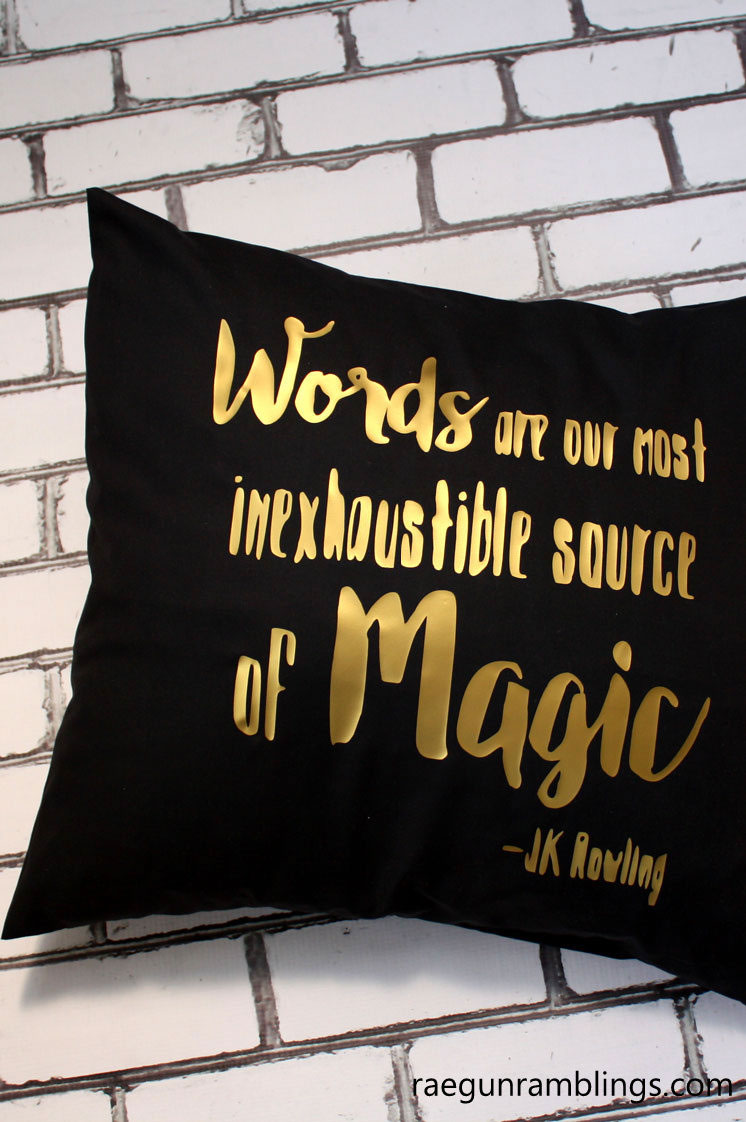 Love this awesome DIY dumbledore quote pillowcase tutorial
