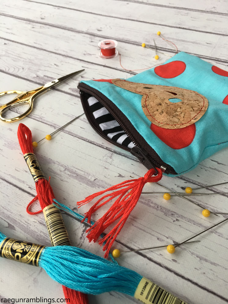 15 minute Zipper pouch tutorial. Great basic sewing project.
