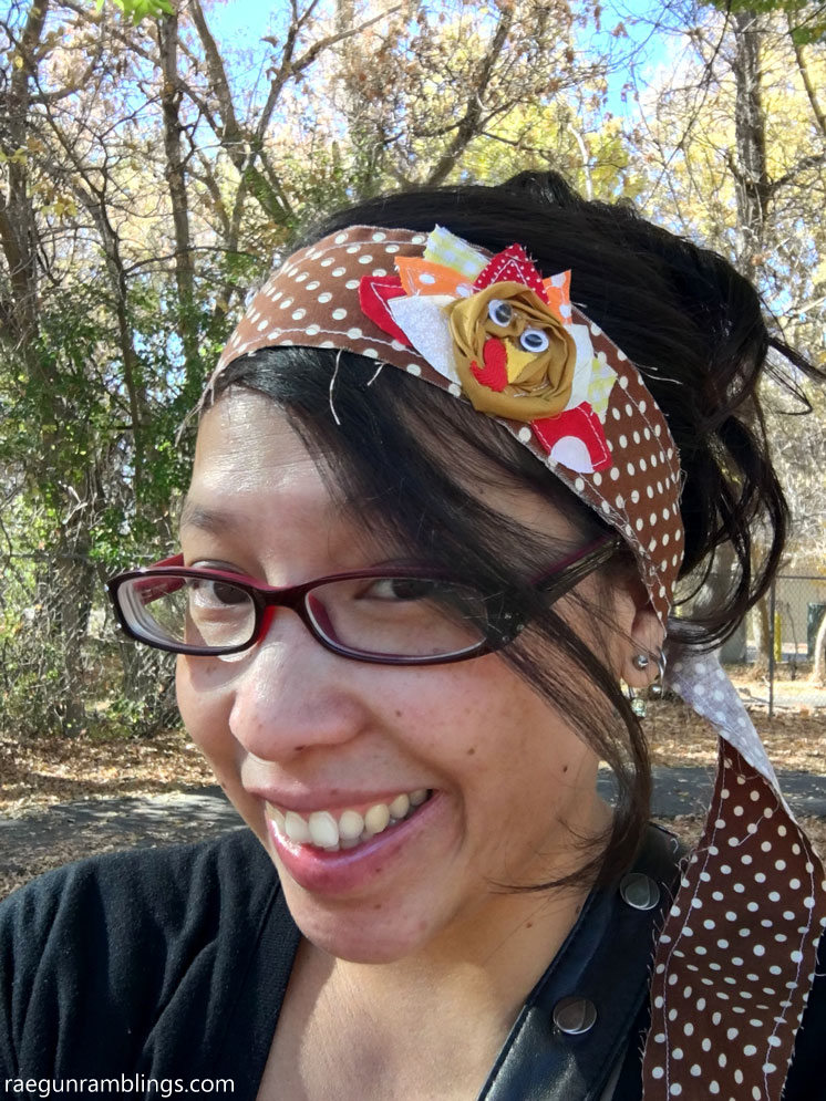 15 minute Fabric turkey headband free sewing pattern and tutorial cute Thanksgiving craft.