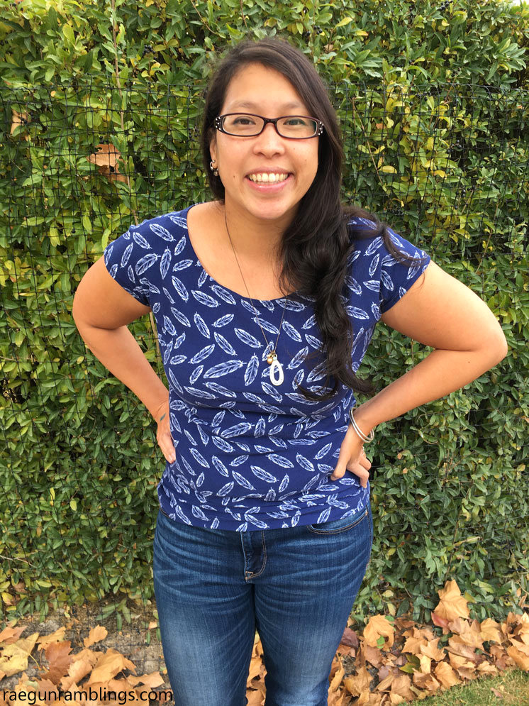 Make a shirt in less than an hour with this free sewing pattern. Women's shirt tutorial.