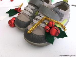 How to make holly shoe bells. Cute DIY Christmas craft tutorial