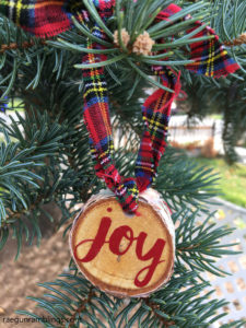 How to make custom word Christmas ornaments on your cricut