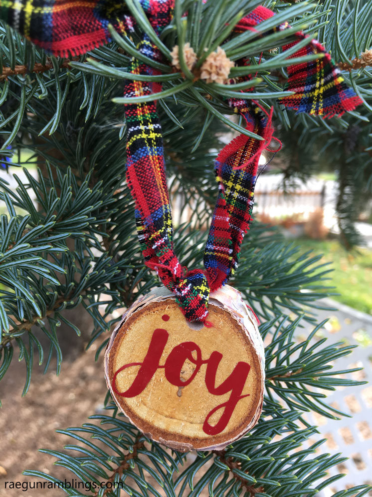 How to make custom word Christmas ornaments on your cricut