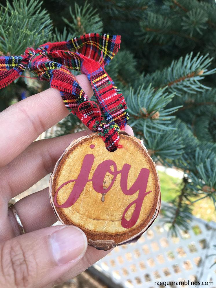 10 Minute Wood Slice Joy Ornament And More Diy Ornaments