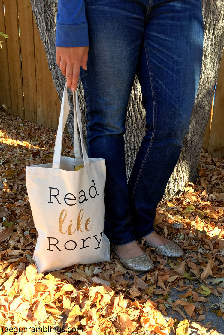 How to make a Read Like Rory Gilmore bag. Great craft tutorials and recipes all inspired by the Gilmore Girls