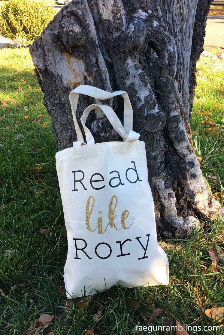 So awesome Read Like Rory book bag and other awesome Gilmore Girls recipes and craft tutorials