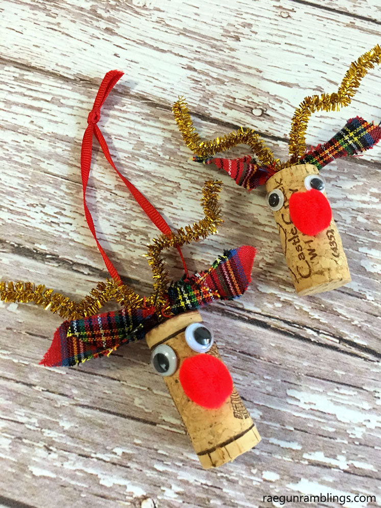 Too cute. Turn old wine corks into darling Rudolf the Rednosed reindeer crafts. Pin and Christmas Ornament tutorial.