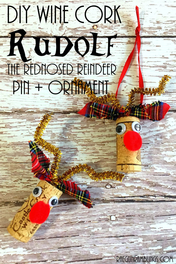 10 minute upcycled wine cork reindeer pins and Christmas ornaments. Cute Rudolf craft tutorial.