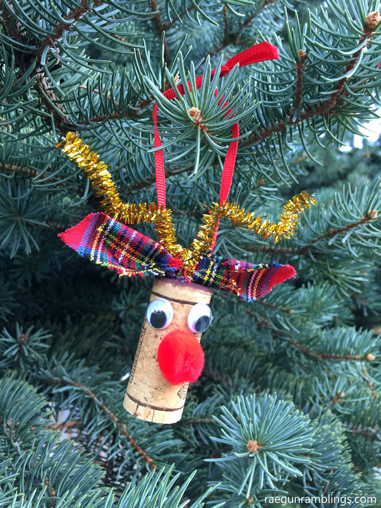 Love these adorable wine cork rudolf the red nose reindeer pins and christmas ornaments easy tutorial