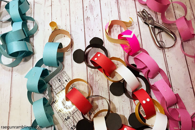 DIY disney countdown chain. great kid crafting project and disneyland vacation idea