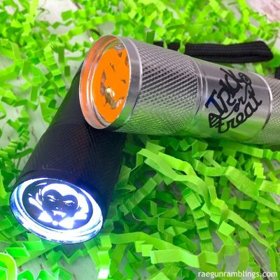 10 Minute DIY Trick-or-Treat Flashlights